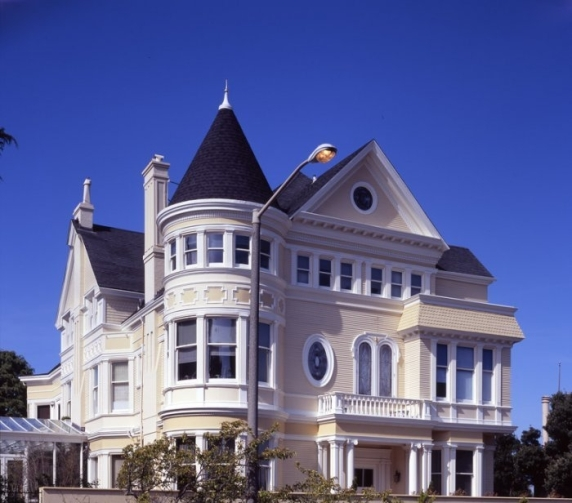 queen-anne-Victorian-house-style Source founterior.com