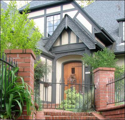 Tudor House ( Photo source: antiquehomestyle.com)